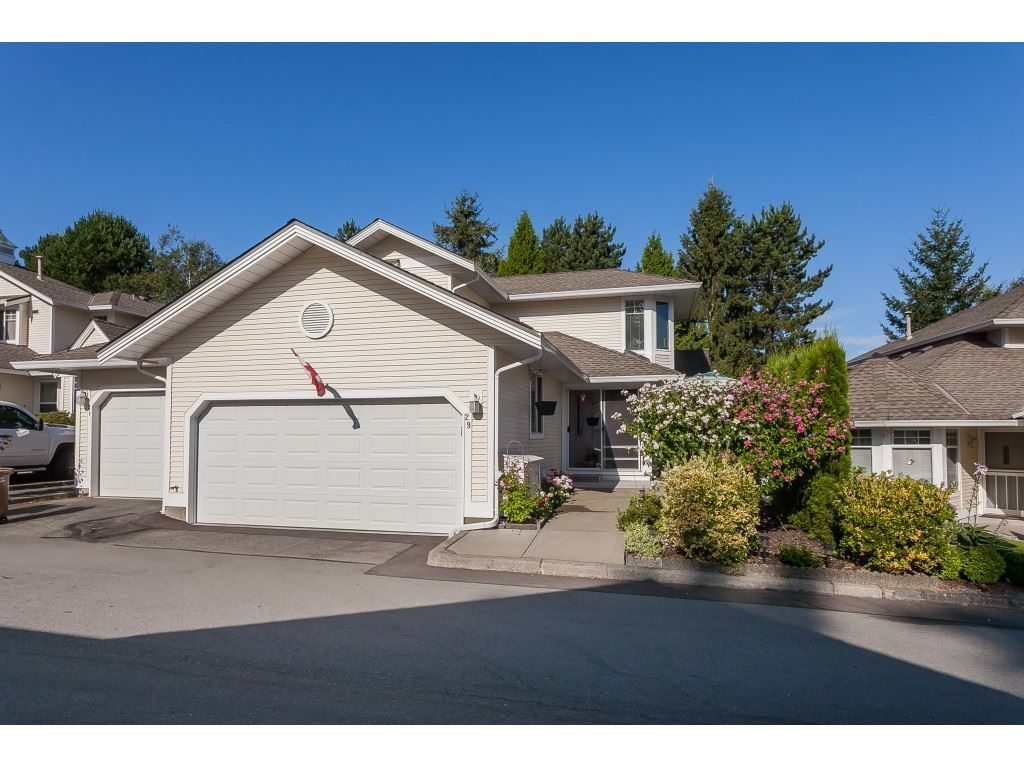 "Main Photo: 29 8737 212 Street in Langley: Walnut Grove Townhouse for sale in ""Chartwell Green"" : MLS®# R2482959"