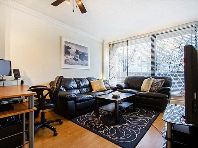 """Main Photo: 109 950 DRAKE Street in Vancouver: Downtown VW Condo for sale in """"ANCHOR POINT"""" (Vancouver West)  : MLS®# R2401708"""