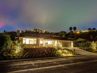 Photo 5: LA JOLLA House for sale : 4 bedrooms : 2345 Via Siena