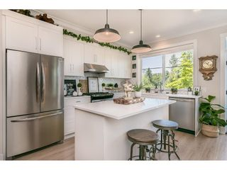 """Photo 10: 28 15717 MOUNTAIN VIEW Drive in Surrey: Grandview Surrey Townhouse for sale in """"Olivia"""" (South Surrey White Rock)  : MLS®# R2600355"""