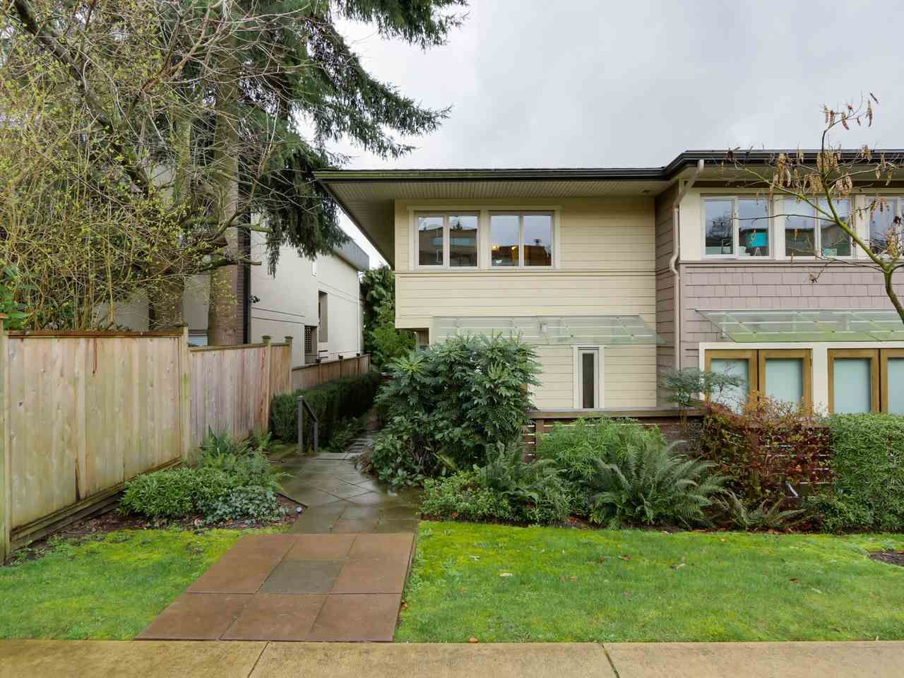 "Main Photo: 9 215 E 4TH Street in North Vancouver: Lower Lonsdale Townhouse for sale in ""ORCHARD TERRACE"" : MLS®# R2539326"