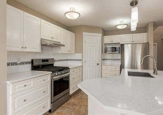 Photo 5: 151 Douglas Woods Hill SE in Calgary: Douglasdale/Glen Detached for sale : MLS®# A1092214