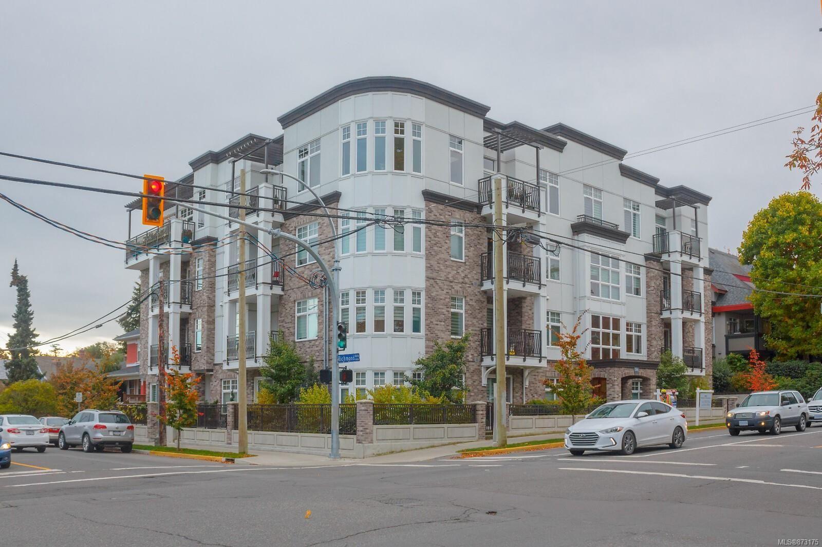 Main Photo: 204 1765 Oak Bay Ave in : Vi Rockland Condo for sale (Victoria)  : MLS®# 873175