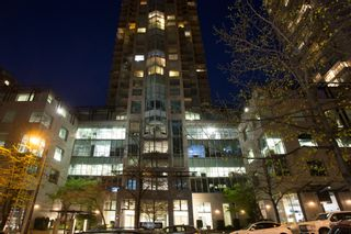 Photo 2: Exclusive! 1701-889 Homer Street in Vancouver: Downtown VW Condo for sale (Vancouver West)