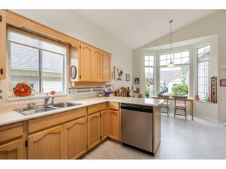 """Photo 8: 98 9012 WALNUT GROVE Drive in Langley: Walnut Grove Townhouse for sale in """"Queen Anne Green"""" : MLS®# R2456444"""