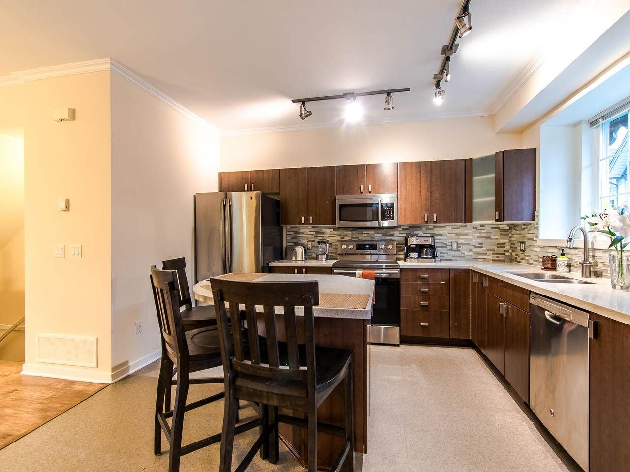 """Photo 8: Photos: 7 2200 PANORAMA Drive in Port Moody: Heritage Woods PM Townhouse for sale in """"THE QUEST"""" : MLS®# R2414883"""