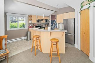 Photo 7: 3 2910 Hipwood Lane in : Vi Mayfair Row/Townhouse for sale (Victoria)  : MLS®# 882071