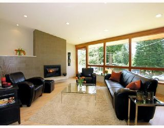 Photo 2: 772 HANDSWORTH Road in North Vancouver: Canyon Heights NV House for sale : MLS®# V698283