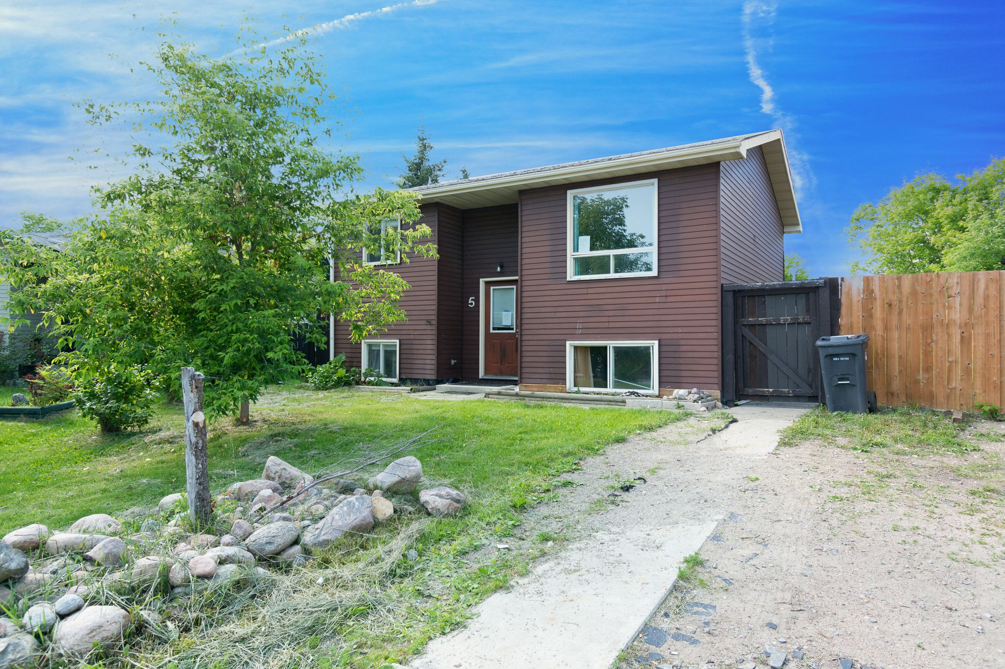 Main Photo: 5 Forest Place SE: Cold Lake House for sale : MLS®# E4251600