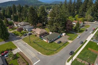 Photo 2: 748 MACINTOSH Street in Coquitlam: Central Coquitlam House for sale : MLS®# R2454628