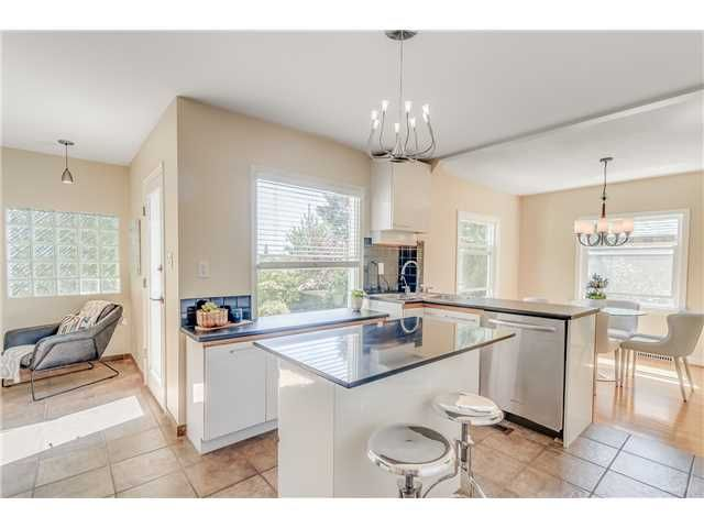 Photo 8: Photos: 1528 LONDON Street in New Westminster: West End NW House for sale : MLS®# V1136667