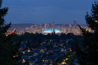 """Photo 9: 301 N HYTHE Avenue in Burnaby: Capitol Hill BN House for sale in """"CAPITOL HILL"""" (Burnaby North)  : MLS®# R2531896"""