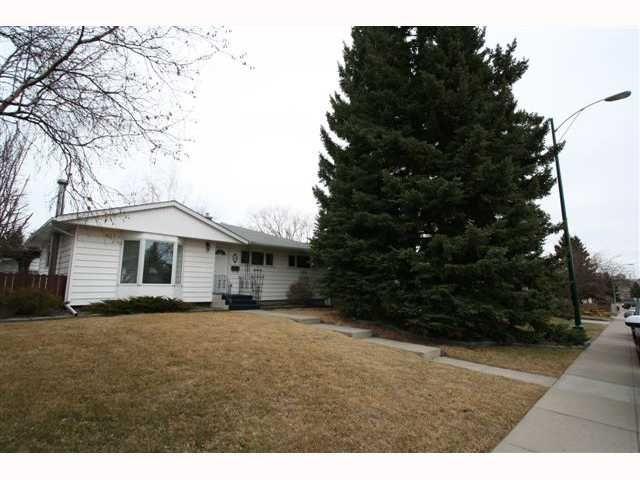Main Photo: 28 HARROW Crescent SW in CALGARY: Haysboro Residential Detached Single Family for sale (Calgary)  : MLS®# C3419230