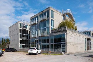 """Photo 16: 305 1540 W 2ND Avenue in Vancouver: False Creek Townhouse for sale in """"WATERFALL"""" (Vancouver West)  : MLS®# R2446615"""