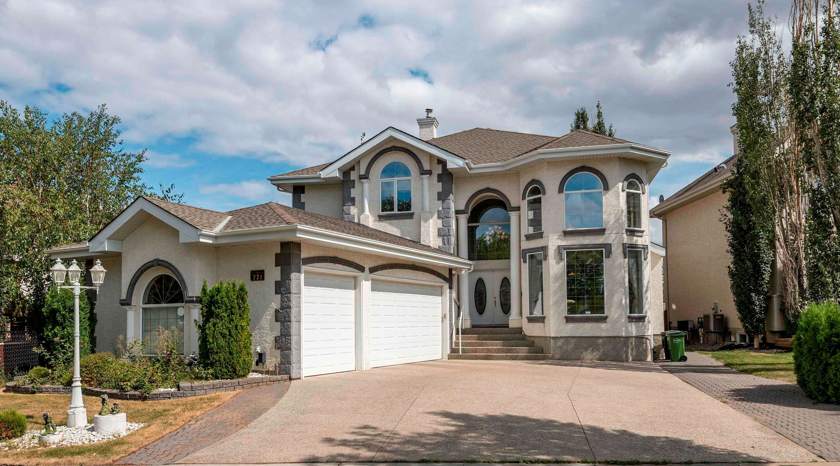 Main Photo: 721 HOLLINGSWORTH Green in Edmonton: Zone 14 House for sale : MLS®# E4259291