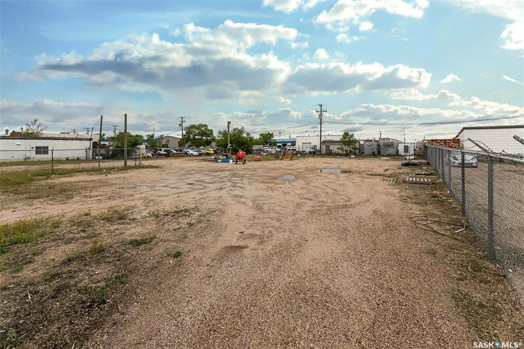 Main Photo: 512 42nd A Street East in Saskatoon: North Industrial SA Lot/Land for sale : MLS®# SK859862