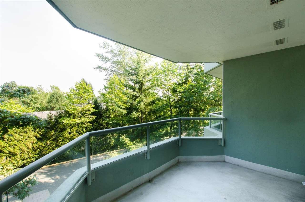 Photo 11: Photos: 304 10082 148 STREET in Surrey: Guildford Condo for sale (North Surrey)  : MLS®# R2152962