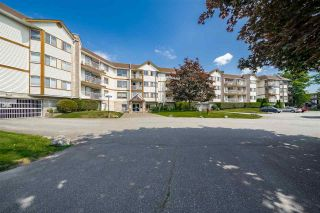 """Photo 2: 310 5710 201 Street in Langley: Langley City Condo for sale in """"White Oaks"""" : MLS®# R2453667"""