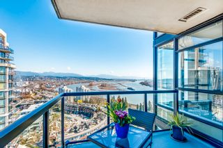 """Photo 2: 1903 11 E ROYAL Avenue in New Westminster: Fraserview NW Condo for sale in """"""""THE RESIDENCES OF VICTORIA HILL"""""""" : MLS®# R2354217"""