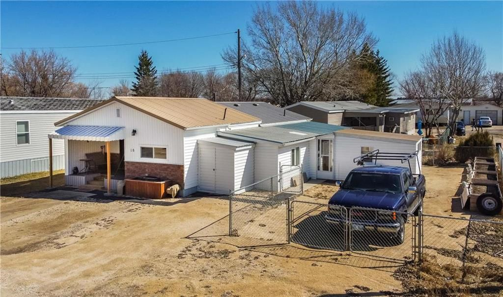 Main Photo: 18 centre Drive: Stonewall Residential for sale (R12)  : MLS®# 202108397