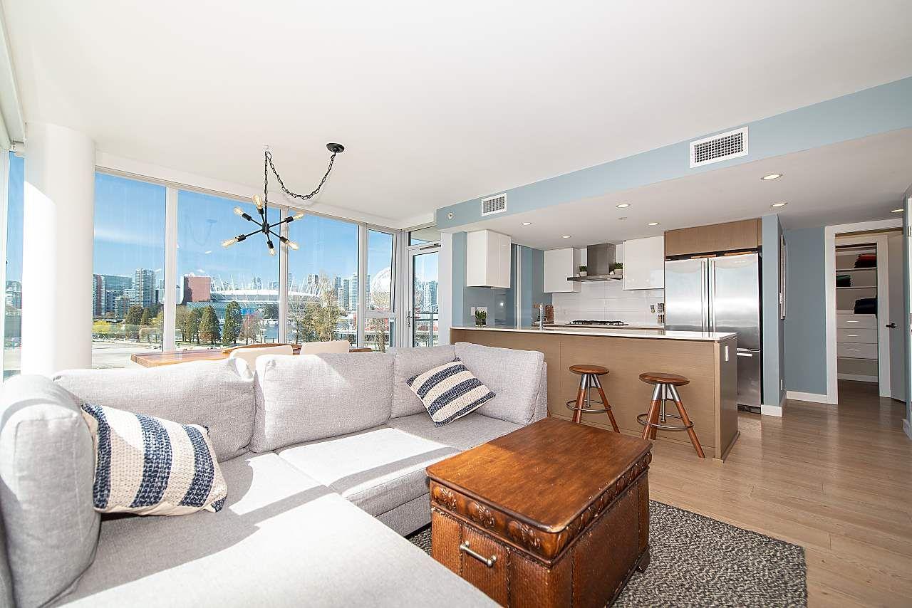 Main Photo: 605 1618 QUEBEC STREET in Vancouver East: Mount Pleasant VE Condo  : MLS®# R2451170