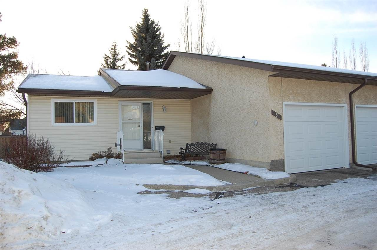 Main Photo: 5 PINEVIEW HORIZON Village: St. Albert Townhouse for sale : MLS®# E4223798