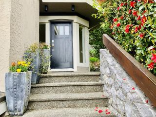 Photo 2: 985 Seapearl Pl in : SE Cordova Bay House for sale (Saanich East)  : MLS®# 874108