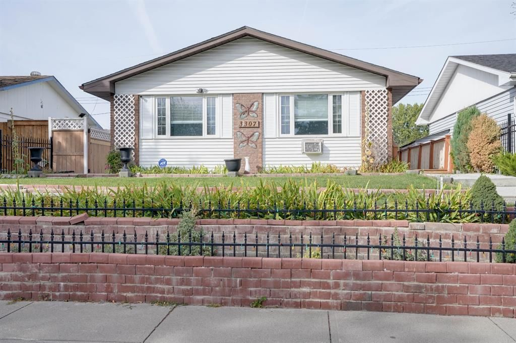 Main Photo: 3307 39 Street SE in Calgary: Dover Detached for sale : MLS®# A1148179