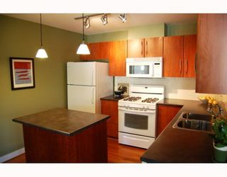"Photo 8: 402 736 W 14TH Avenue in Vancouver: Fairview VW Condo for sale in ""BRAEBERN"" (Vancouver West)  : MLS®# V790035"