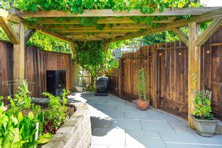 Photo 33: 15591 VICTORIA Avenue: House for sale in White Rock: MLS®# R2604648