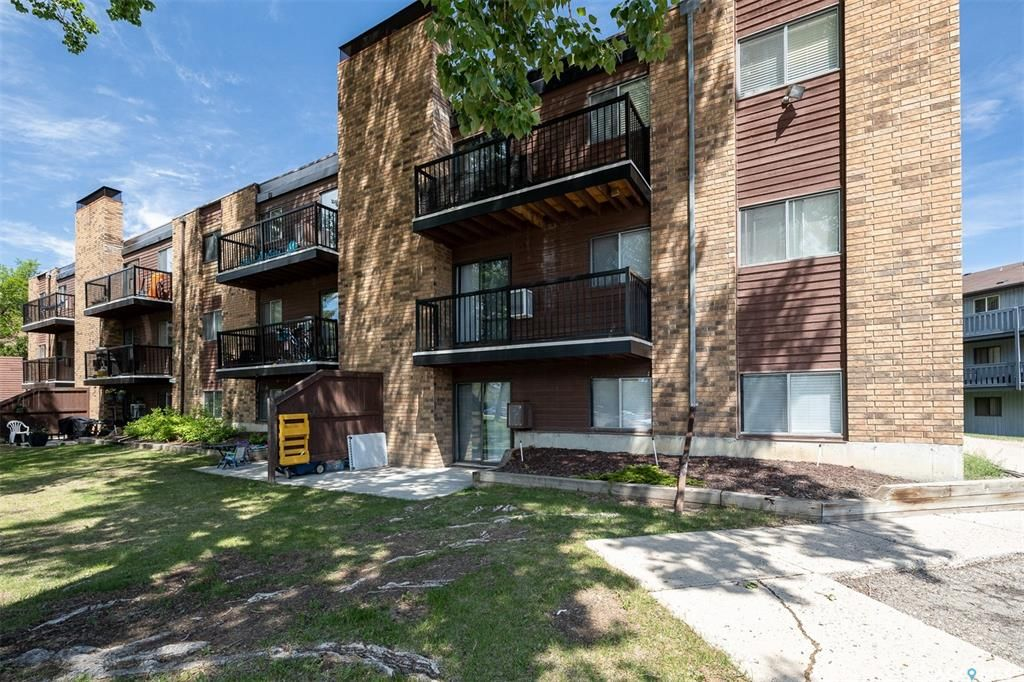 Main Photo: 108 802C Kingsmere Boulevard in Saskatoon: Lakeview SA Residential for sale : MLS®# SK858551
