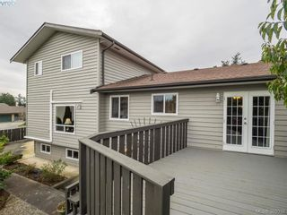 Photo 10: 734 E Viaduct Ave in VICTORIA: SW Royal Oak House for sale (Saanich West)  : MLS®# 782523