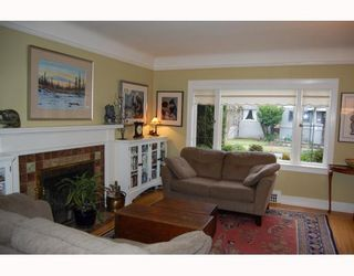 """Photo 2: 829 W 17TH Avenue in Vancouver: Cambie House for sale in """"DOUGLAS PARK"""" (Vancouver West)  : MLS®# V748707"""