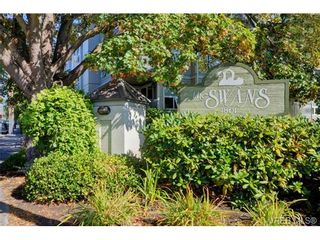 Photo 1: 204 1801 Fern St in VICTORIA: Vi Jubilee Condo for sale (Victoria)  : MLS®# 740827