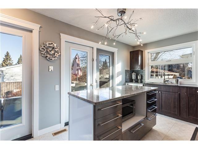 Photo 15: Photos: 36 OAKBURY Place SW in Calgary: Oakridge House for sale : MLS®# C4101941