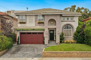Photo 1: PACIFIC BEACH House for sale : 4 bedrooms : 2430 Geranium St in San Diego