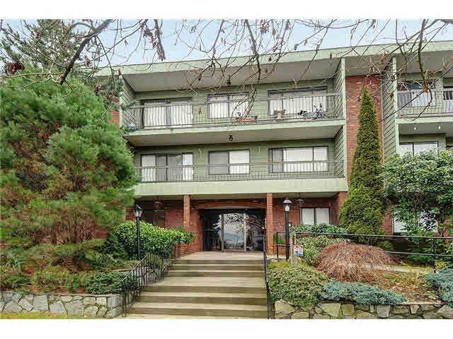 "Main Photo: 109 1844 W 7TH Avenue in Vancouver: Kitsilano Condo for sale in ""CRESTVIEW MANOR"" (Vancouver West)  : MLS®# R2045301"