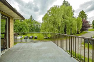 """Photo 4: 8676 E TULSY Crescent in Surrey: Queen Mary Park Surrey Townhouse for sale in """"Bear Creek Estates"""" : MLS®# R2463372"""