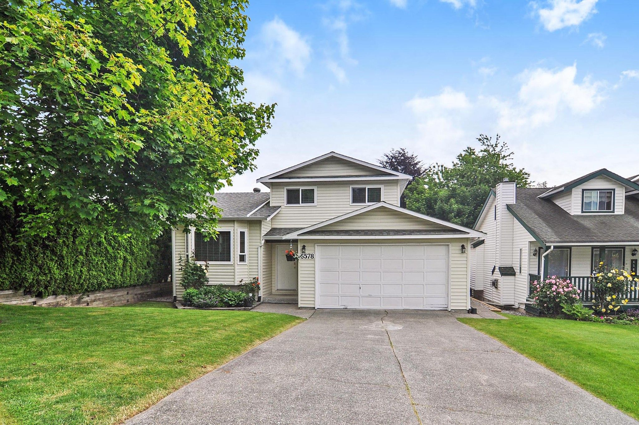Main Photo: 6578 WILLOUGHBY Way in Langley: Willoughby Heights House for sale : MLS®# R2461092
