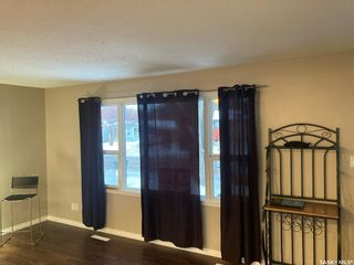 Photo 2: 325 W Avenue North in Saskatoon: Mount Royal SA Residential for sale : MLS®# SK838129