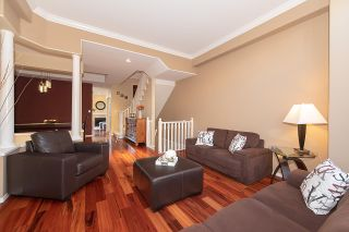 Photo 2: 12 1 ASPENWOOD Drive in PORT MOODY: Heritage Woods PM Townhouse for sale (Port Moody)  : MLS®# R2320894