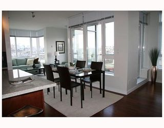 """Photo 6: 802 2055 YUKON Street in Vancouver: Mount Pleasant VW Condo for sale in """"MONTREUX"""" (Vancouver West)  : MLS®# V731923"""