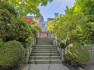 """Photo 2: 6 960 W 13TH Avenue in Vancouver: Fairview VW Townhouse for sale in """"BRICKHOUSE"""" (Vancouver West)  : MLS®# R2381516"""
