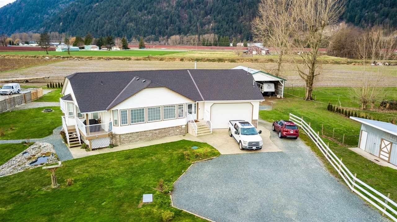 Main Photo: 5353 INTERPROVINCIAL Highway in Abbotsford: Sumas Prairie House for sale : MLS®# R2528573