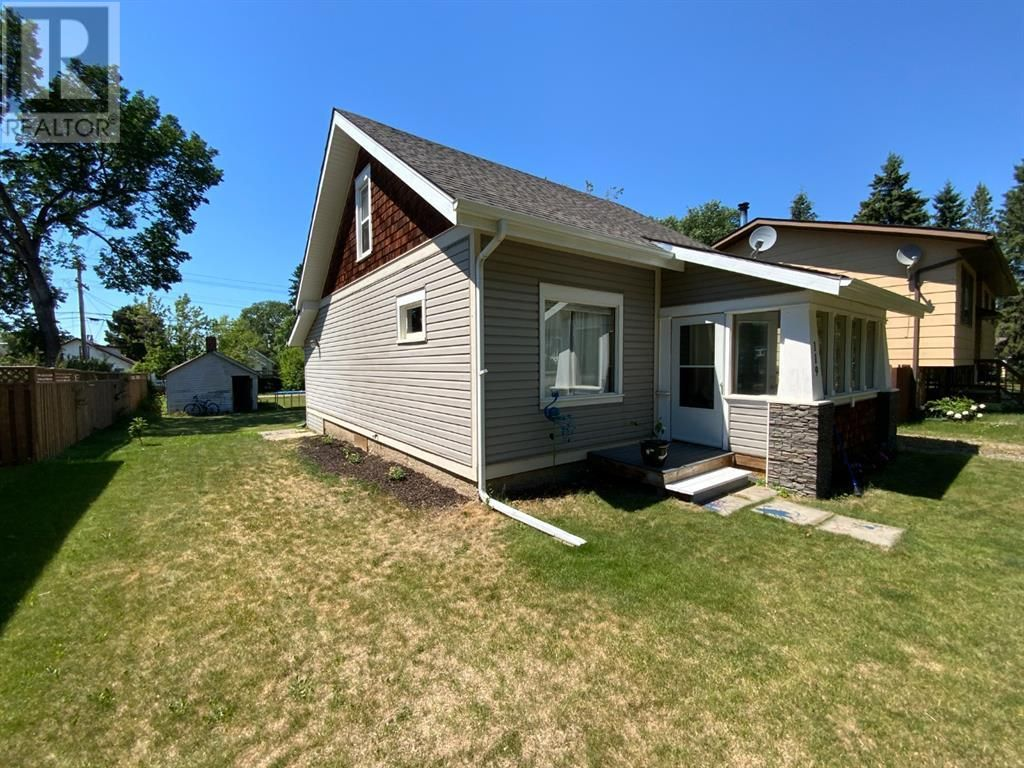 Main Photo: 119 6 Avenue NE in Three Hills: House for sale : MLS®# A1125003