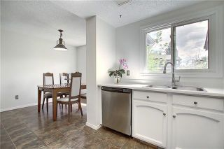 Photo 6: 24 GLAMIS Gardens SW in Calgary: Glamorgan Row/Townhouse for sale : MLS®# A1077235