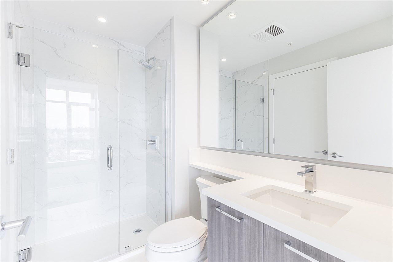 """Photo 11: Photos: 2105 1788 GILMORE Avenue in Burnaby: Brentwood Park Condo for sale in """"Escala"""" (Burnaby North)  : MLS®# R2396907"""