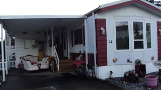 "Photo 2: 24 8670 156 Street in Surrey: Fleetwood Tynehead Manufactured Home for sale in ""Westwood Estates"" : MLS®# R2555399"