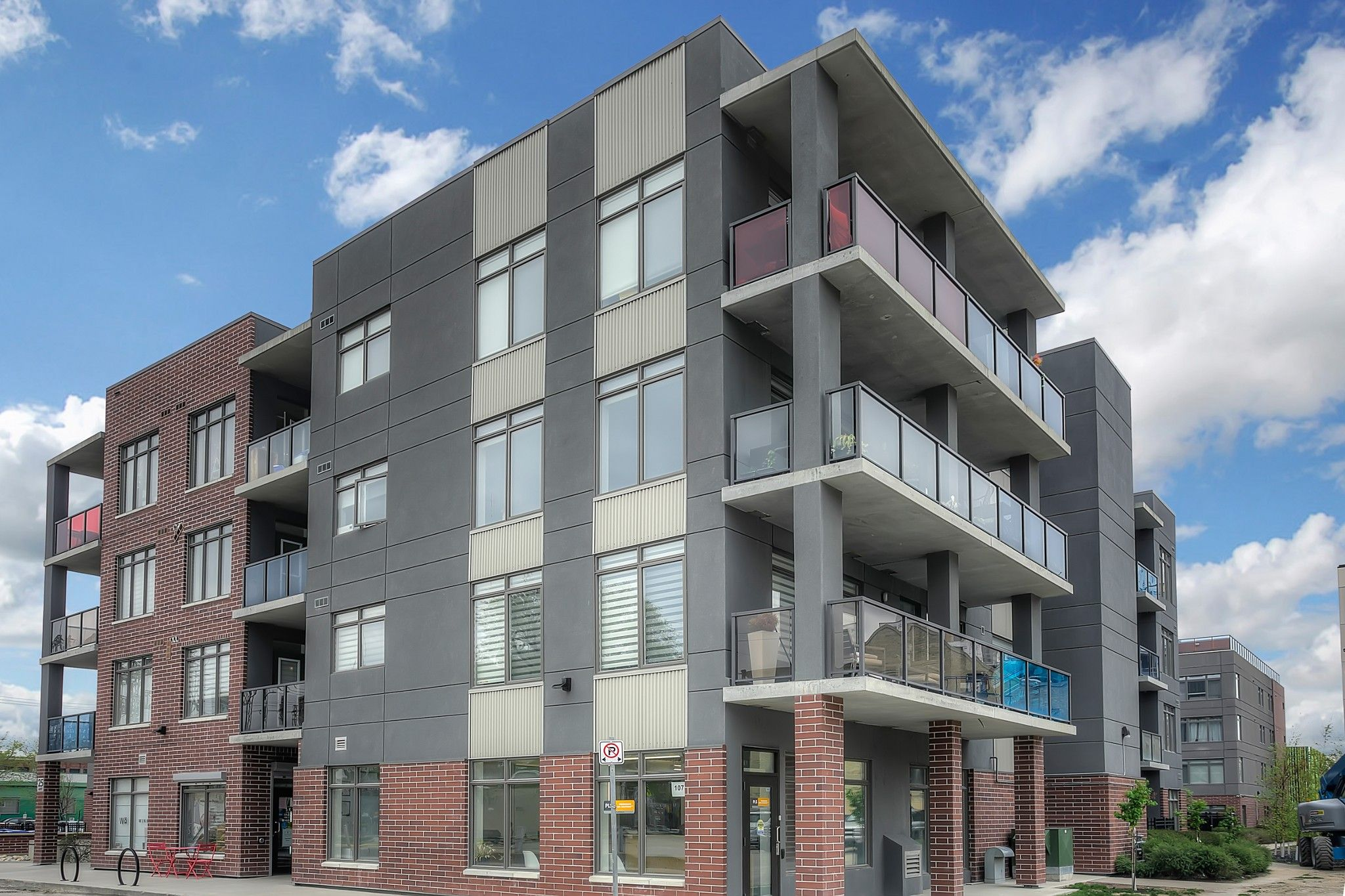 Main Photo: 304 25 Amy Street in Winnipeg: Condominium for sale (9A)  : MLS®# 202011118