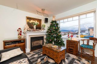 Photo 4: 4822 DUNDAS STREET in Burnaby: Capitol Hill BN House for sale (Burnaby North)  : MLS®# R2329701